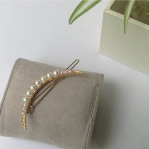 Brandy Melville Gold Pearl Crescent Moon Hair Clip